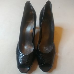 Stuart Weitzman womens black patent leather shoe